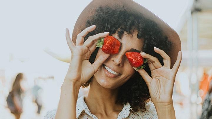 mujer-con-un-sombrero